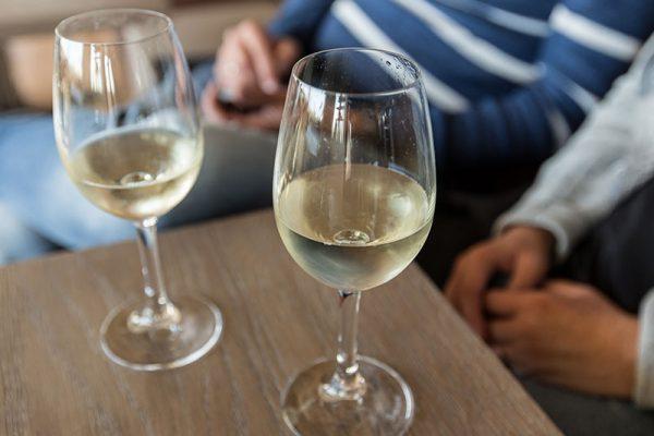 wijntje-drinken-katwijk